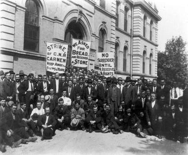 Canadians_on_strike_1920